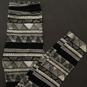 💕3for$25💕 Patterned leggings size medium